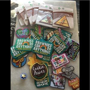 BROWNIE GIRL SCOUT  MIXED LOT 40 PATCHES NEW